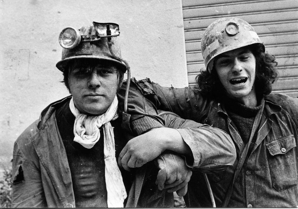 22 ottobre 1972 - Paolo Boscato e Pierangelo Spiller all'uscita della grotta nella terza spedizione al Ramo della Faglia (foto di Giangi Boscato)