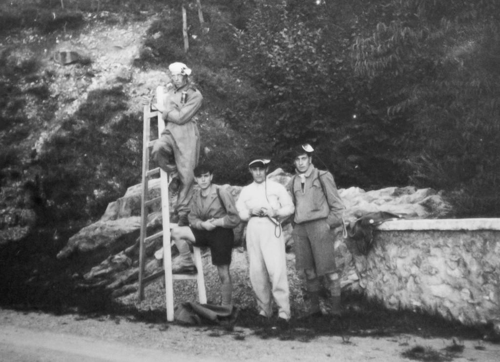 1933 la scaletta usata per salire la cascata nel Ramo Principale (archivio GGT)