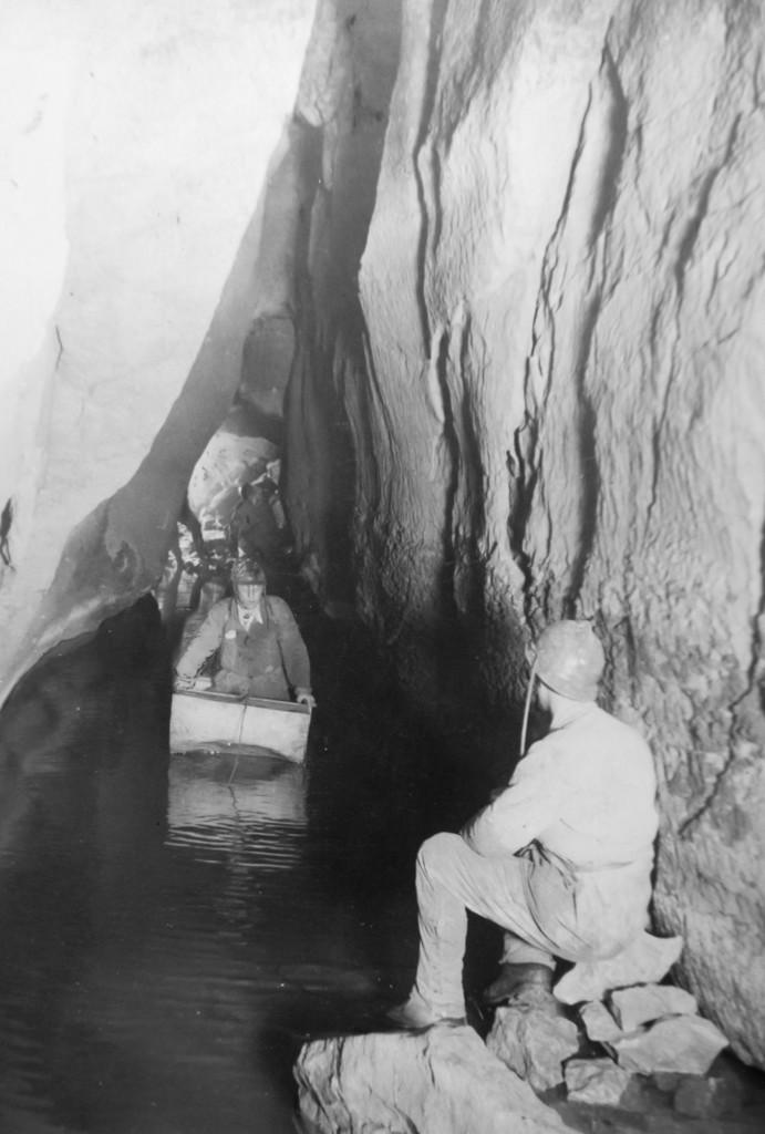 anni '38-39 Laghetto di Caronte, la seconda imbarcazione (foto Aldo Allegranzi, archivio GGT)