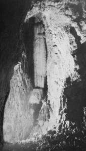1938 la Pila dell'Acqua Santa quando ancora aveva la parte inferiore (ora crollata). (foto di Aldo Allegranzi, archivio GGT)