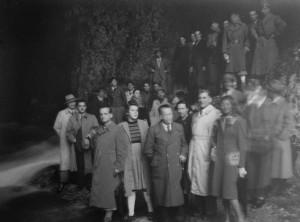 18/11/1945 Si inaugura la lapide in memoria di Gastone Trevisiol all'ingresso della grotta che andrà poi distrutta da vandali (foto A. Allegranzi, archivio GGT)