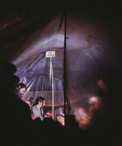 Il bivacco di Sala Snoopy abitato durante una delle punte esplorative degli anni '70 (archivio GGT)