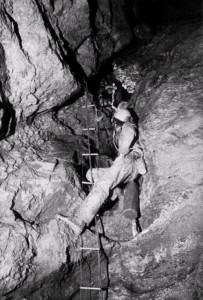 Ramo dei Salti nella zona alta: una cascatina asciutta, 1979 (foto archivio GSM)
